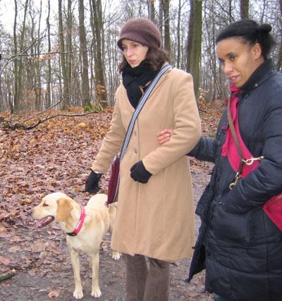 Promenade en forêt avec mes 2 maîtresses