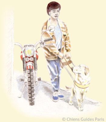 Flash contourne une moto garée sur le trottoir
