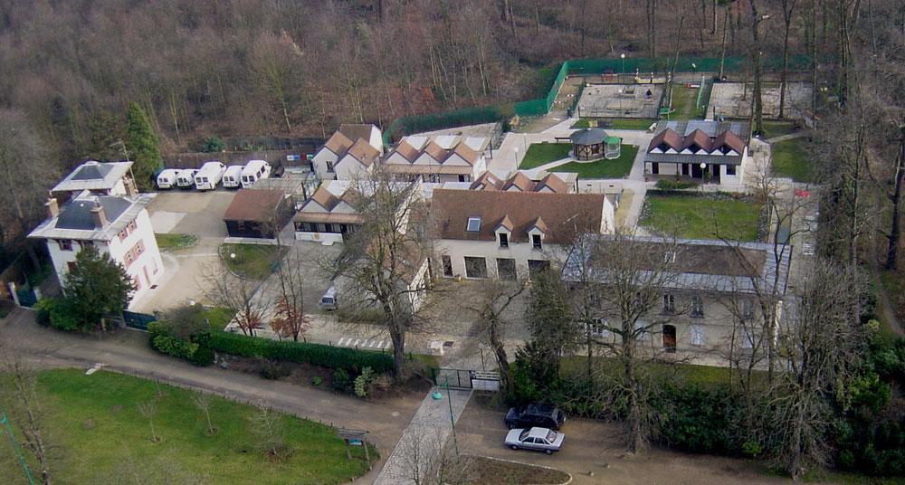 Photo de l école de Paris prise du grand rocher du parc zoologique de Paris