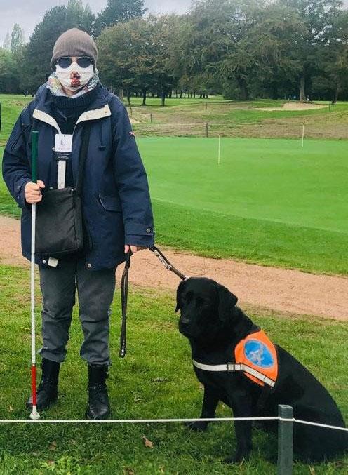 Dominique et Linka sur un terrain de golf
