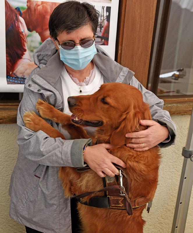 Isabelle et son chien guide Ook